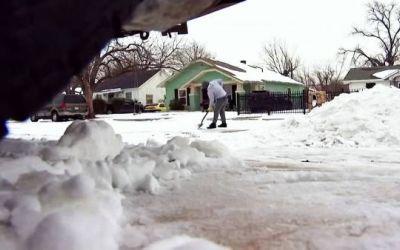 Tormenta invernal en Texas deja al menos 38 personas muertas y provoca cortes de energía y escasez de agua