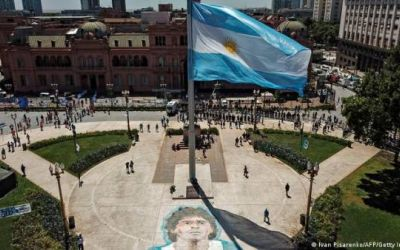 Prohíben salir de Argentina a siete imputados en caso Maradona