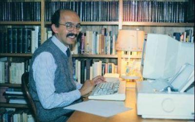 Entrevista internacional del 11 de Junio de 2005 al periodista Fernando Garavito en la que el comunicador, para esa época exiliado, explica los vínculos de Álvaro Uribe con el narcotrafico y el paramilitarismo