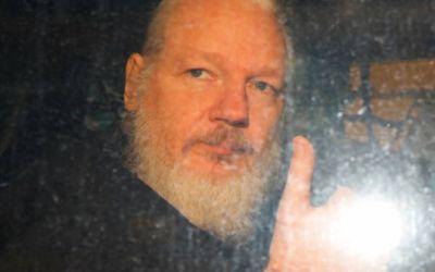 Estados Unidos persiste en solicitar la extradición de Julian Assange al tiempo que grupos en favor de la libertad de prensa advierten que establece un peligroso precedente
