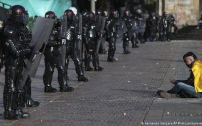 Fallo judicial sobre protestas atiza la división en Colombia
