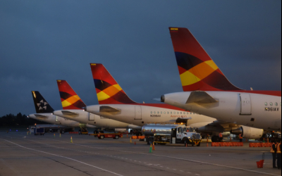 Avianca suspende contratos a empleados durante la pandemia mientras paga bonos a sus directivos por más de USD$10,000,000