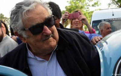 Expresidente uruguayo José Mujica renuncia al Senado y se retira de la política activa