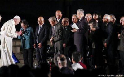 El papa pide deponer las armas nucleares para alcanzar la paz mundial