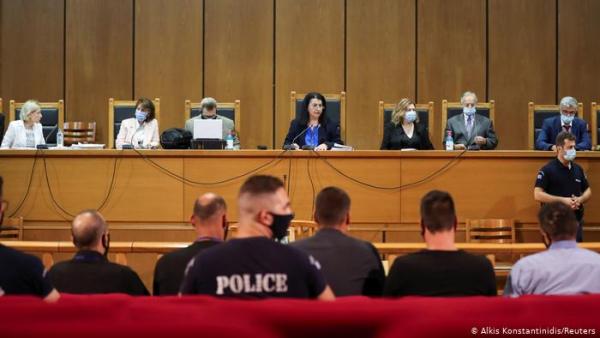 """Partido neonazi griego Amanecer Dorado culpable de """"dirigir una organización criminal"""""""